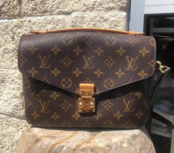 Louis Vuitton Pochette Métis Crossbody Bag
