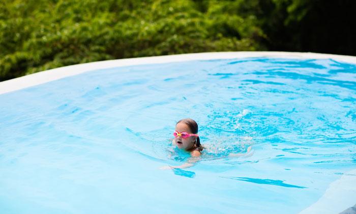 pink goggle glasses girl having fun in pool
